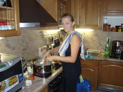 Алёнка на кухне