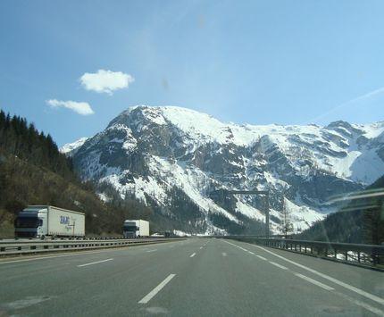 Автобан в Альпах