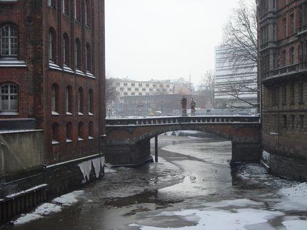 С небольшого ручейка начинается река