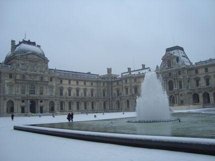 Лувр под снегом