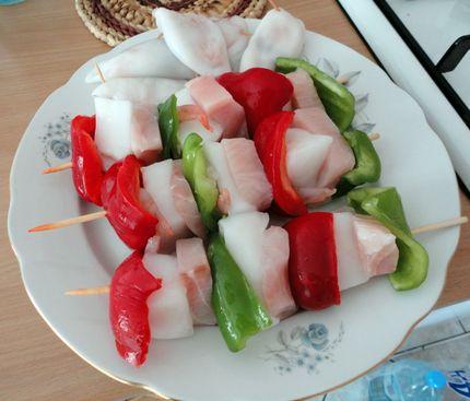 Шашлык: перец, рыба, кальмар