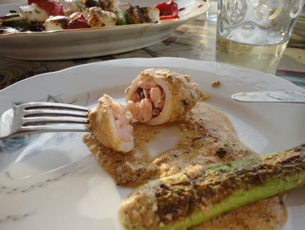 Кальмары, фаршированные креветками, под сливочным соусом с печёной цукетой - приятного аппетита!