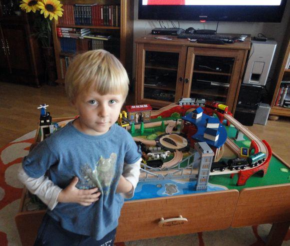 Главный подарок сына (детская дорога) был привезен сумасшедшими родителями из Дрездена