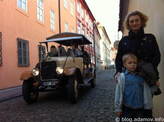 В узких улочках Праги часто можно встретить заблудившиеся автомобили прошлого века