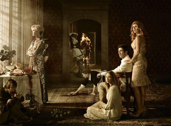 Это постер первого сезона American Horror Story / Американская история ужасов